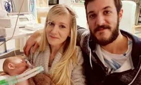 Οι γονείς του Τσάρλι ζητούν να πάρουν το παιδί τους από το νοσοκομείο για να πεθάνει σπίτι του
