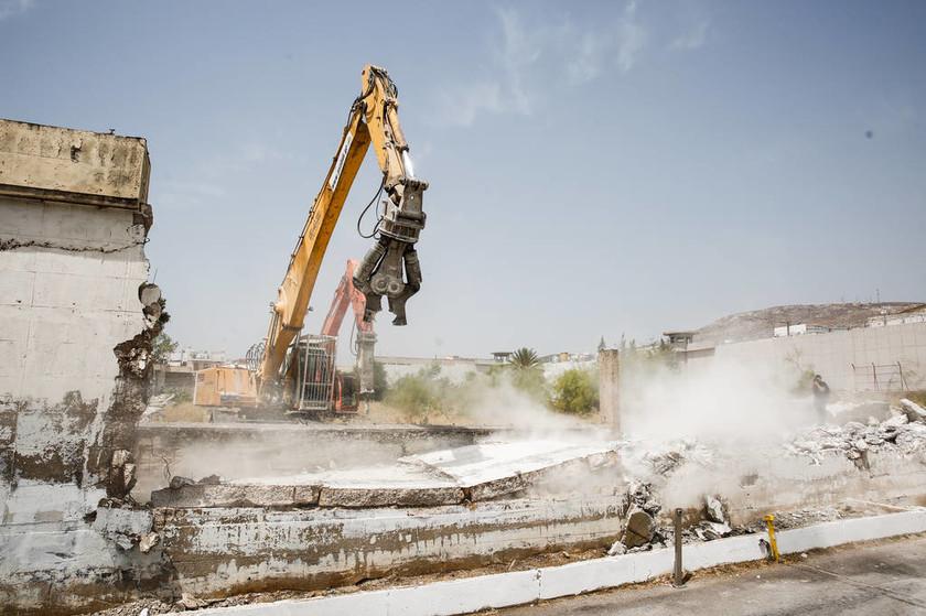 Κατεδαφίστηκε η μάντρα των γυναικείων φυλακών Κορυδαλλού (photos)