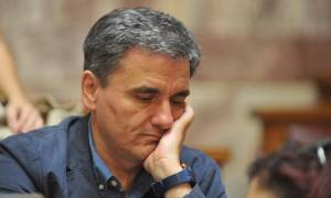 Tsakalotos on new bond issue: «Results exceeded our expectations»