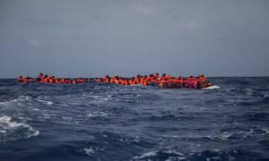 Σκληρές εικόνες: Νεκρά γυναικόπαιδα σε βάρκα γεμάτη με μετανάστες στη Μεσόγειο (photo)