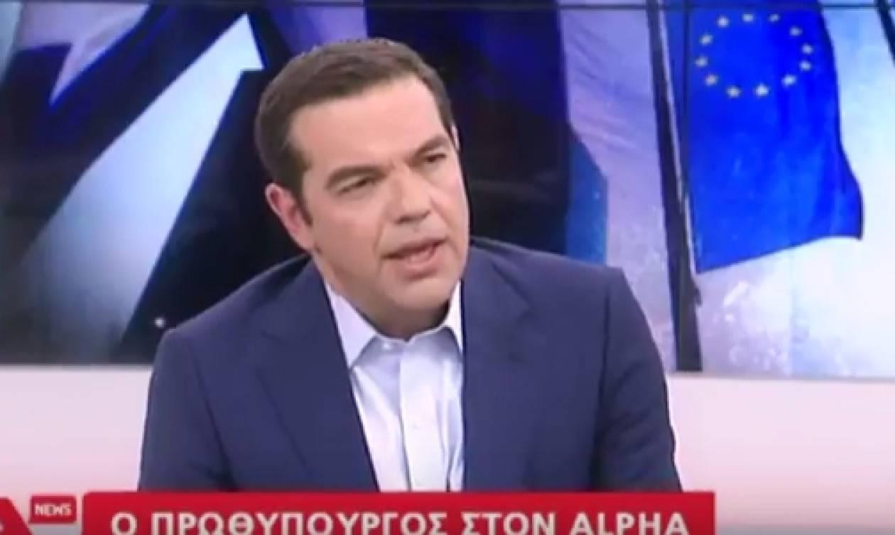 Το απρόοπτο στην εμφάνιση Τσίπρα που παραλίγο να τινάξει τη συνέντευξη στον  αέρα (video) cecae13b8fa