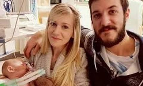 Σε άσυλο θα πεθάνει τελικά ο μικρός Τσάρλι – Ξέσπασε η μητέρα του