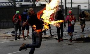 Εκτός ελέγχου η κατάσταση στη Βενεζουέλα: Τρεις νεκροί σε ταραχές - Συνεχίζεται η 48ωρη απεργία