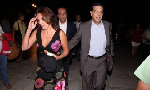 ΣΟΚ - Εθελόντρια η Μπέτυ Μπαζιάνα στο ψυχιατρείο: Σωθήκαμε, τέλος η κατάθλιψη των Ελλήνων!