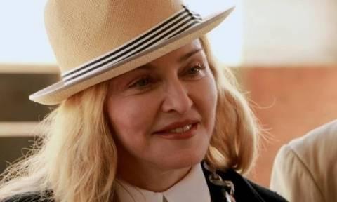 Νέα επική γκάφα της Madonna στο Twitter: «Απόψε στο Σεν-Τροπέ υπάρχει φωτιά!»