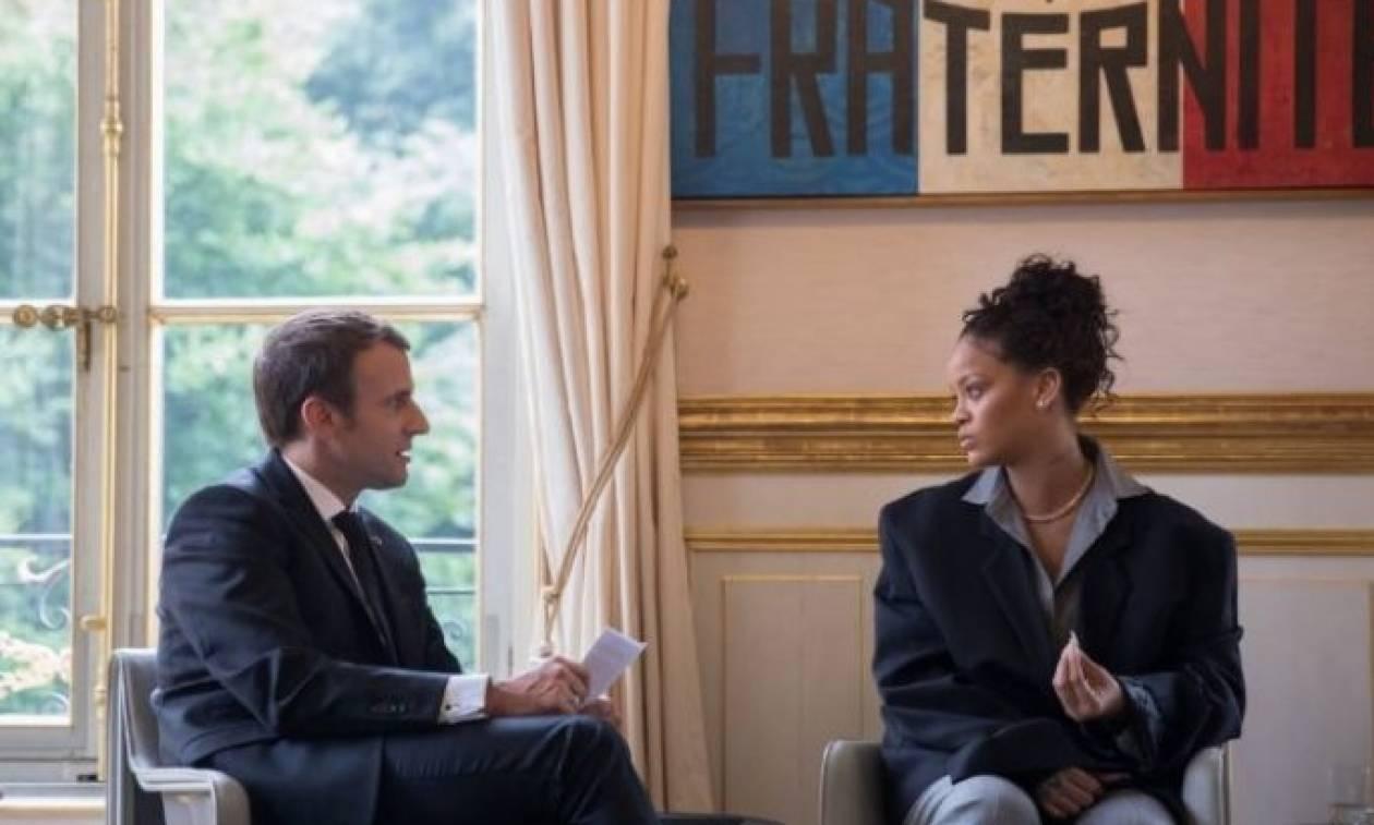 Casual ντύσιμο για τη Ριάνα, στη συνάντηση με τον Γάλλο Πρόεδρο!(pics)