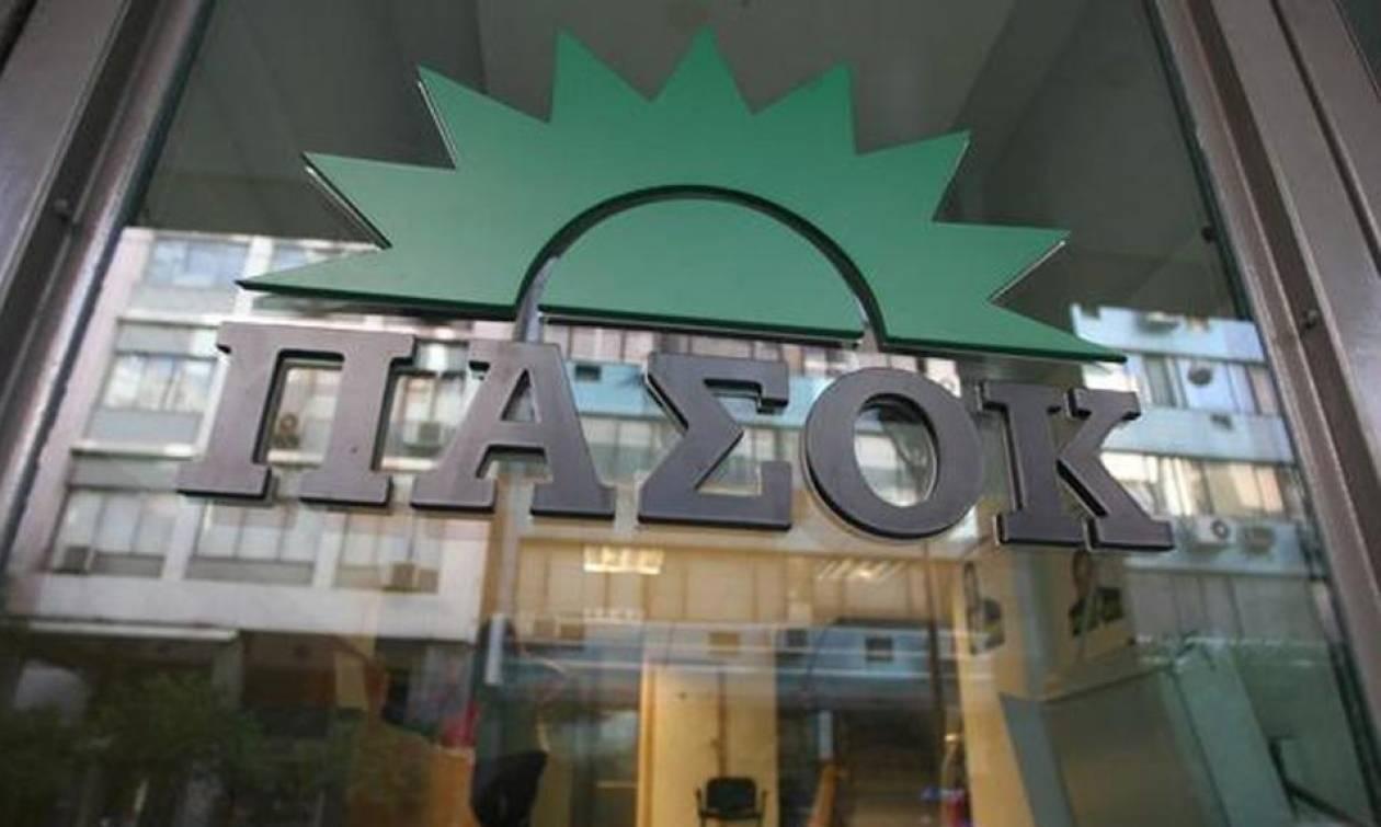 Το ΠΑΣΟΚ καταδικάζει την επίθεση στο σπίτι του Αλέκου Φλαμπουράρη