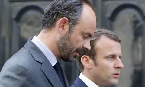 Μεγάλη πτώση της δημοτικότητας του Μακρόν και του πρωθυπουργού Φιλίπ