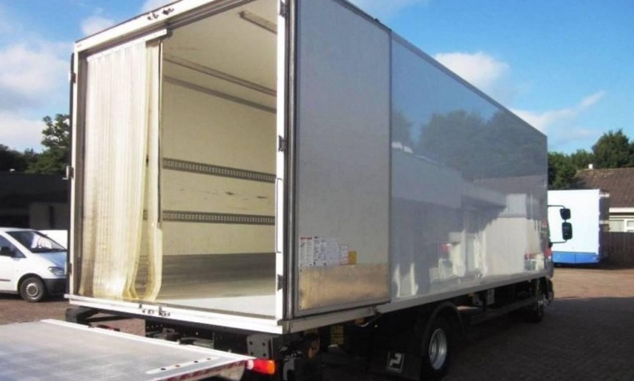 Ανακάλυψαν 26 μετανάστες στο εσωτερικό ενός φορτηγού ψυγείου!