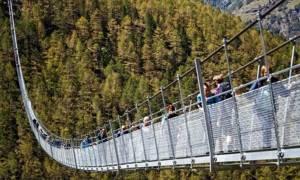 Αυτή είναι η μακρύτερη κρεμαστή πεζογέφυρα του κόσμου! (pics)
