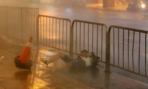 Δεκάδες τραυματίες από το χτύπημα τυφώνα στην Ταϊβάν (Pics)