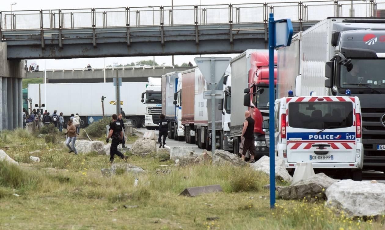 Θρίλερ στη Γαλλία: Ανακάλυψαν 26 μετανάστες σε φορτηγό-ψυγείο