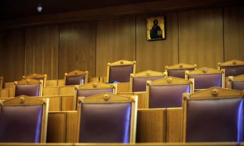 «Καταπέλτης» το ΣτΕ: Στον αέρα τα επαγγελματικά δικαιώματα των αποφοίτων ΑΕΙ