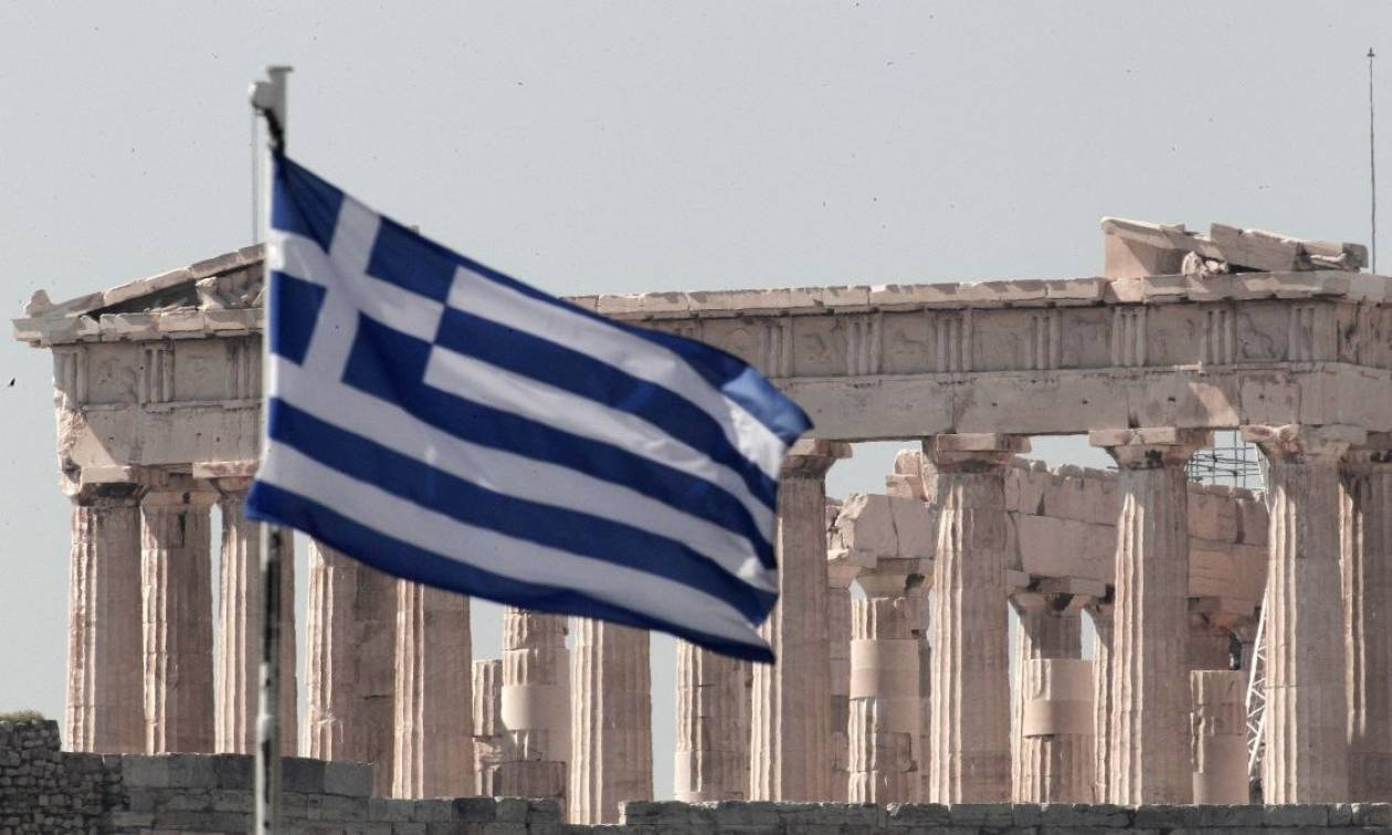 Bloomberg: Τα βάσανα για τους Έλληνες δεν έχουν τελειώσει ακόμα