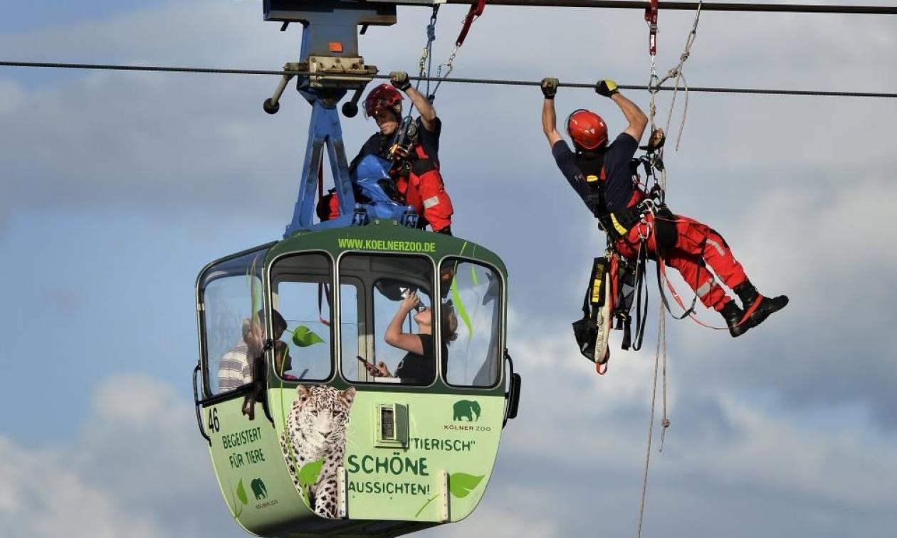 Τρόμος στον «αέρα» για 100 επιβάτες τελεφερίκ στην Κολωνία (photos & vid)
