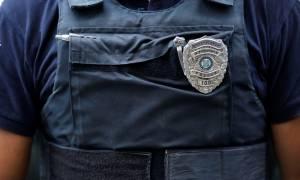 Σοκ στο Μενίδι: Αστυνομικός τρυπήθηκε από σύριγγα φορέα του AIDS