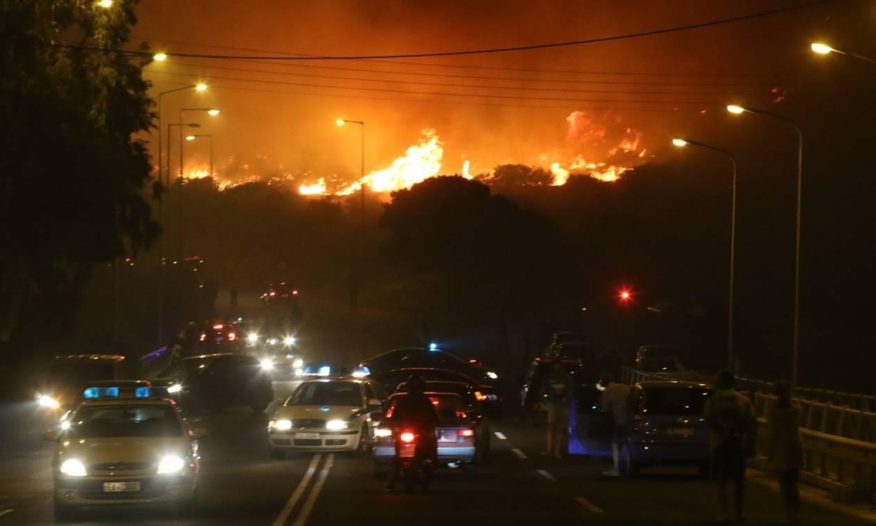 Φωτιά τώρα: Ολονύχτια μάχη με τις φλόγες στα Καλύβια Αττικής - Συνεχείς οι αναζωπυρώσεις (pic)