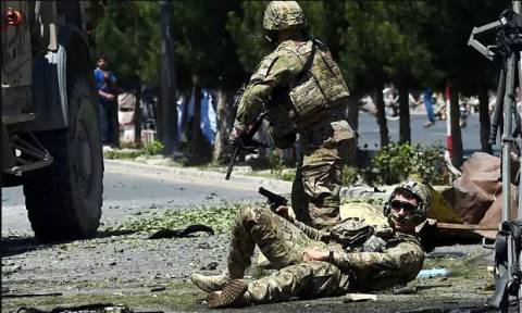 Επίθεση βομβιστή αυτοκτονίας σε οχηματοπομπή του ΝΑΤΟ