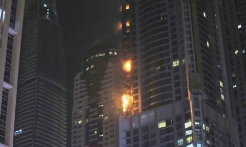 Ντουμπάι: Νέα φωτιά στον ουρανοξύστη Torch Tower - Από θαύμα δεν υπήρξαν τραυματίες (vids)