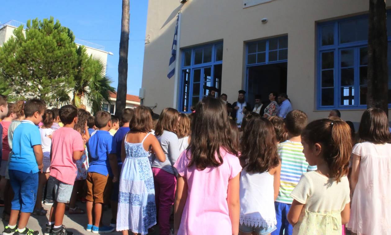Ούτε ιερό ούτε όσιο: Προσπάθησαν για δεύτερη φορά να κόψουν την προσευχή από τα δημοτικά σχολεία