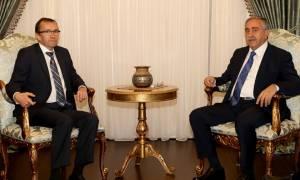Κυπριακό: Ο Ακιντζί έπλεξε το εγκώμιο του Άιντε για τις διαπραγματεύσεις