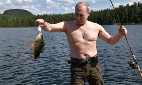 Oι διακοπές του Πούτιν - Δείτε τι έκανε στις λίμνες της Σιβηρίας (pics)