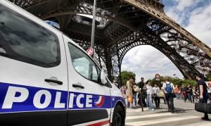 Θρίλερ στη Γαλλία: Συνελήφθη άνδρας με μαχαίρι στον Πύργο του Άιφελ
