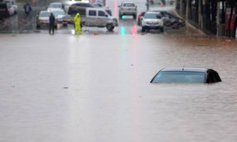 Κίνα: Ένας νεκρός κι ένας αγνοούμενος από τις σφοδρές βροχοπτώσεις (vid)