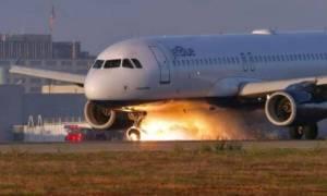 Συγκλονιστικό: Πιλότος προσγειώνει το αεροπλάνο με τις ρόδες ανάποδα και σώζει 166 επιβάτες (vid)