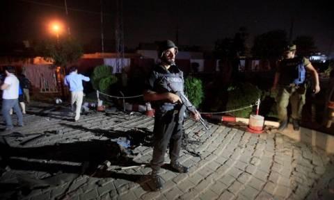 Πακιστάν: Δεκάδες τραυματίες από έκρηξη παγιδευμένου φορτηγού στη Λαχόρη