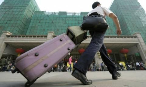 Σοκ: Έκρυβε σε βαλίτσα τα κομμένα χέρια του ζωντανού αδελφού του