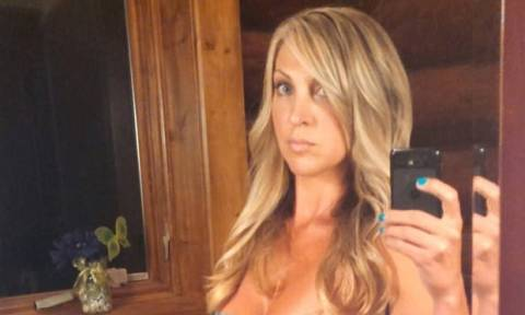 Αντιμέτωπη με ποινή 15 ετών η μητέρα που έκανε σεξ με δύο εφήβους στο αυτοκίνητό της (pics)
