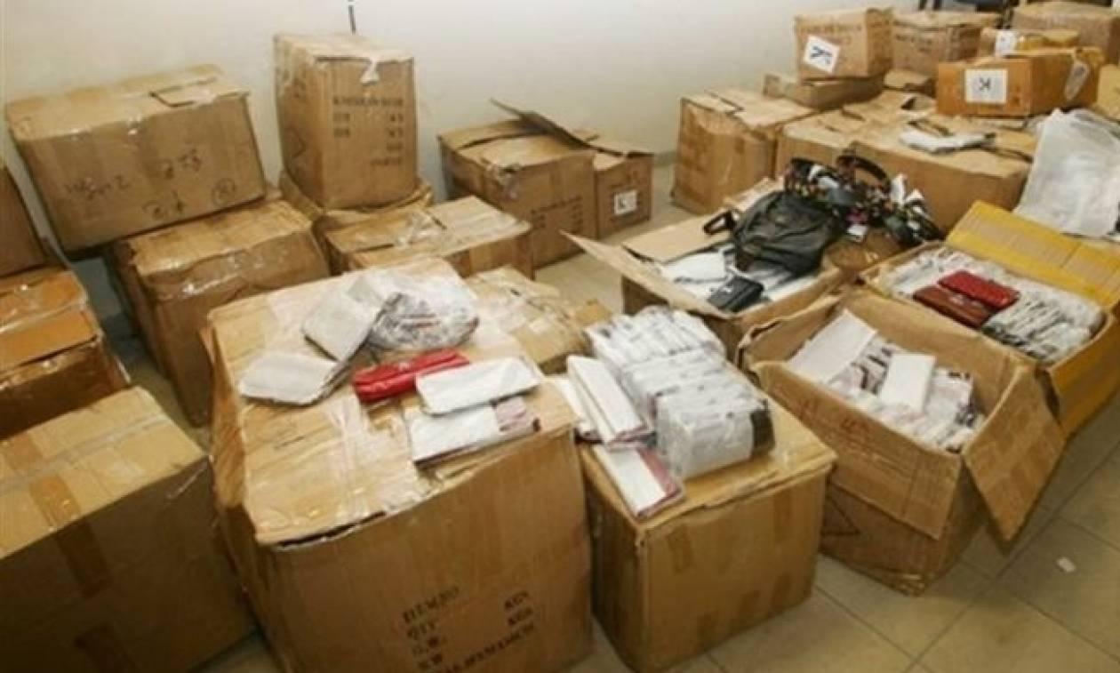 ΣΔΟΕ: Κατάσχεσε 280.000 προϊόντα «μαϊμού» στη Νέα Φιλαδέλφεια