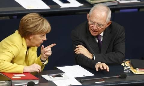 Ο Σόιμπλε δημοφιλέστερος πολιτικός στη Γερμανία - «Βουτιά» για τη Μέρκελ