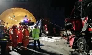 Ασύλληπτη τραγωδία στην Κίνα: 36 νεκροί από πρόσκρουση λεωφορείου σε τοίχο
