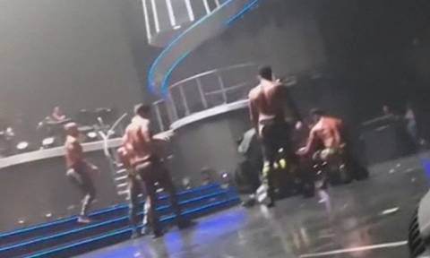 Πανικός σε συναυλία της Britney Spears: Άνδρας πήδηξε στη σκηνή (vid)
