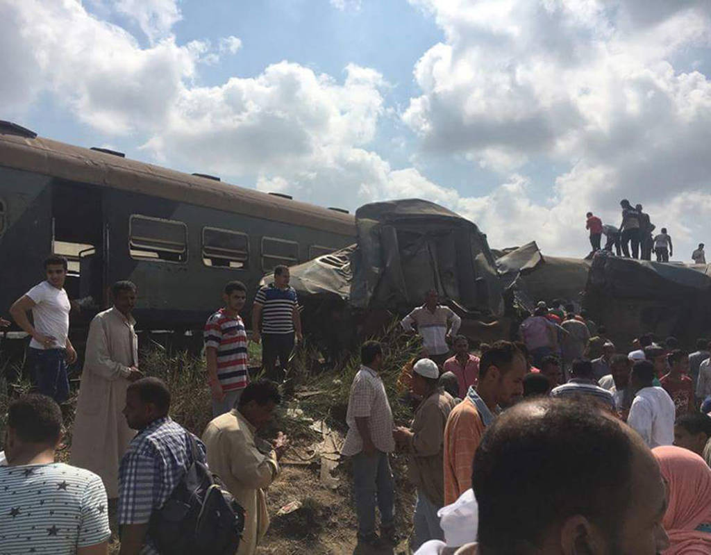 Αίμα στις ράγες: 49 νεκροί και δεκάδες τραυματίες από σφοδρή σύγκρουση τρένων στην Αίγυπτο