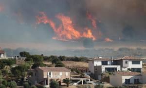 Κόλαση φωτιάς στην Αλβανία: «Δεν έχουν μέχρι στιγμής καεί μειονοτικά χωριά»