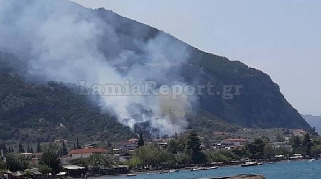 Μεγάλη φωτιά στα Καμένα Βούρλα – Συναγερμός για εκρήξεις (pics)