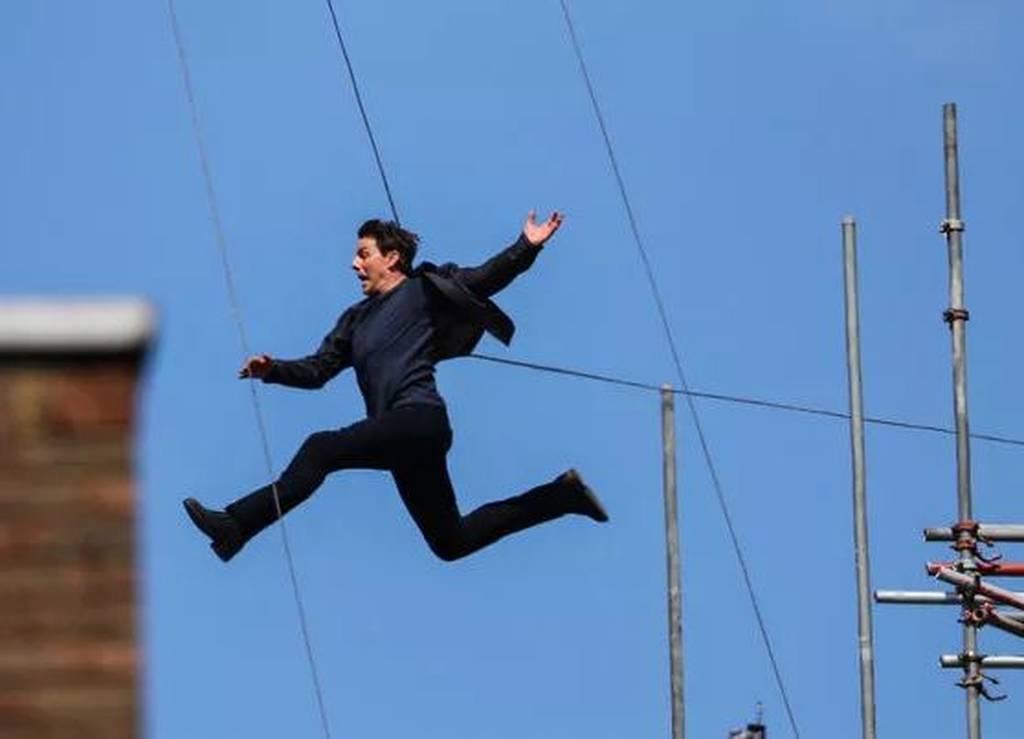 Σοκ! Ο Τομ Κρουζ έπεσε από ταράτσα στα γυρίσματα ταινίας - Δείτε καρέ-καρέ την πτώση