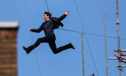 Σοκ! Ο Τομ Κρουζ έπεσε από ταράτσα στα γυρίσματα ταινίας - Δείτε καρέ-καρέ την πτώση (Pics+Vid)