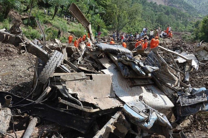 Τουλάχιστον 165 νεκροί από πλημμύρες σε μόλις τρεις ημέρες (Pics)