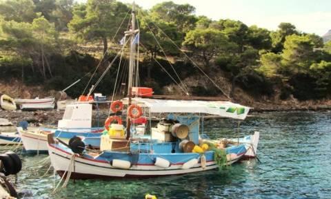 Ψάρεψε κι' άλλον αρχαίο αμφορέα ο καπετάν Μανώλης! (pic)