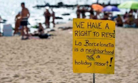 «Τουρίστες δεν είστε ευπρόσδεκτοι»: Παράξενο αντιτουριστικό κύμα σαρώνει την Ευρώπη (Pics+Vid)