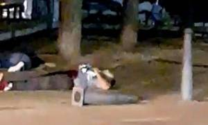 Bίντεο-Σοκ - Επίθεση Ισπανία: Η στιγμή που ήρωας αστυνομικός σκοτώνει μόνος του τέσσερις τρομοκράτες