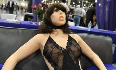 Αυτή είναι η κούκλα του σεξ που κάνει θραύση – Σε ποια διάσημη μοιάζει