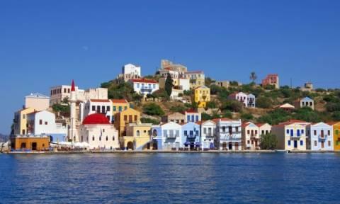 Θρίλερ στο Καστελλόριζο - Καταγγελίες: «Σήκωσαν» τούρκικη σημαία στο κάστρο του νησιού