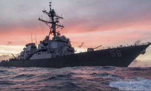 Αντιτορπιλικό του αμερικανικού Πολεμικού Ναυτικού συγκρούστηκε με δεξαμενόπλοιο - Αγνοούνται ναύτες