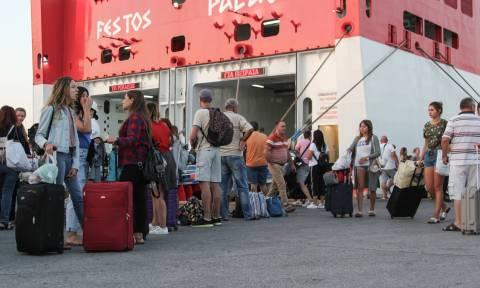 Άρχισε η μεγάλη επιστροφή των ταξιδιωτών - Χαμός στα λιμάνια