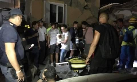 Σεισμός Ιταλία: Μάχη με το χρόνο για τους εγκλωβισμένους στα ερείπια (Pics+Vids)